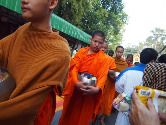 Giving New Year offerings in Chiang Mai 2014
